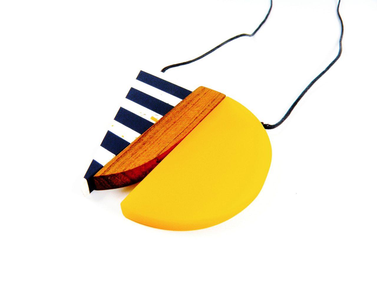 Halskette Harz und Holz - geometrische Anhänger