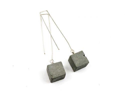 Ohrringe Beton Cubes lang mit versilbertem Draht