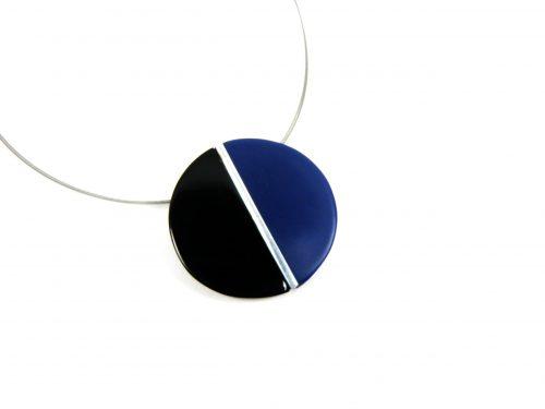 Halskette mit Anhänger Harz blau schwarz