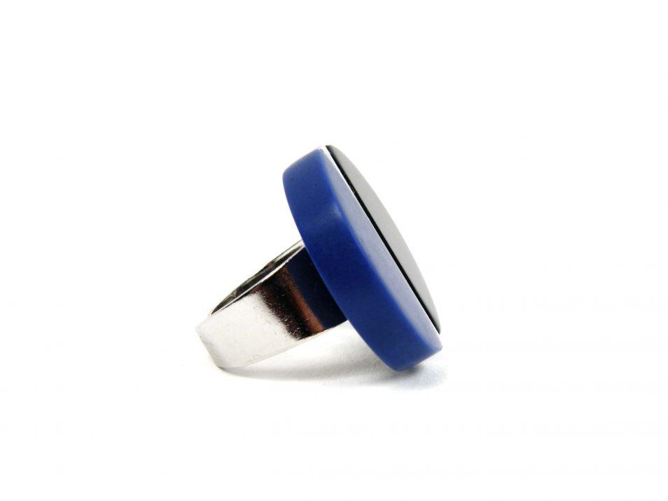 Ring-Harz-blau-schwarz